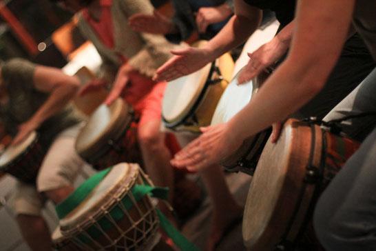 (Quelle: http://likethedew.com/wp-content/uploads/2015/07/Solstice-Drums.jpg 2.4.19)