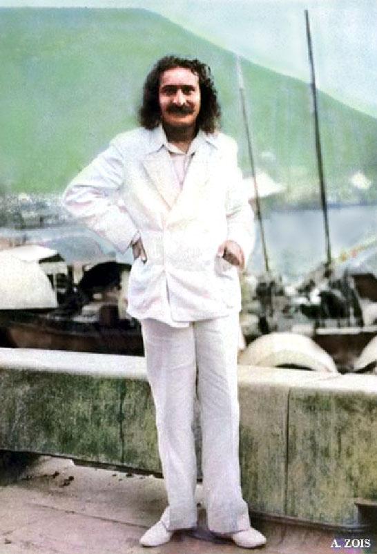 15. June 1932 ; Meher Baba beside Xuanwu Lake, Nanjing, China.