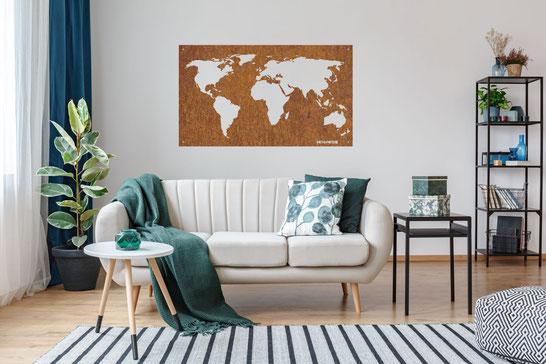Metallbild Weltkarte aus massivem Stahl mit Edelrost an Wohnzimmerwand