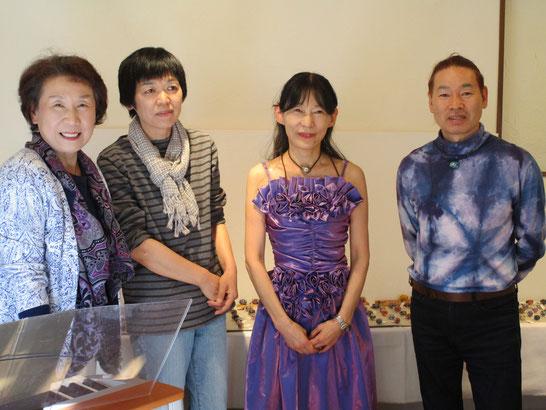 演奏後、オーナーの岩崎さん、かおるさん、畠山さんと