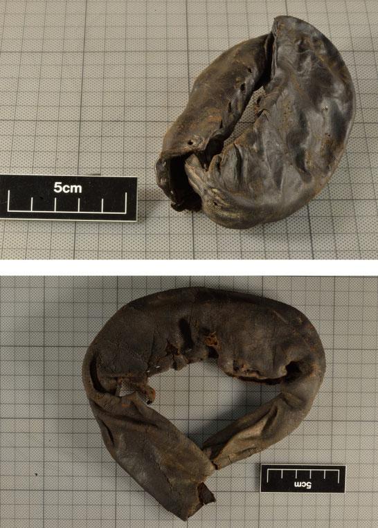 Les gants sont semblables dans le style et la fonctionnalité, bien qu'ils ne fassent pas partie de la même paire. Crédit : The Vindolanda Trust