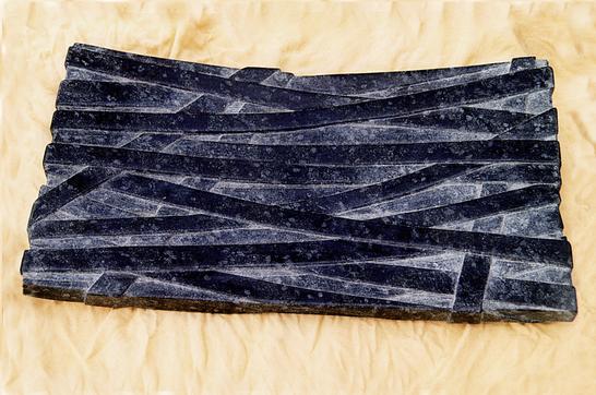 Schale aus schwarzem Stein viereckig und poliert.