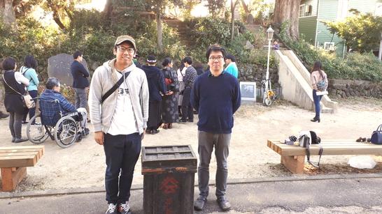 実行委員の長沼克さん(左)と作家の浅野 暢晴さん(右)
