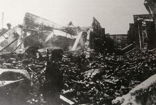 """Absturzstelle Bau 160, """"Rheinische Gummi- und Celluloid-Fabrik"""", Mannheim-Neckarau, 06.08.1941"""