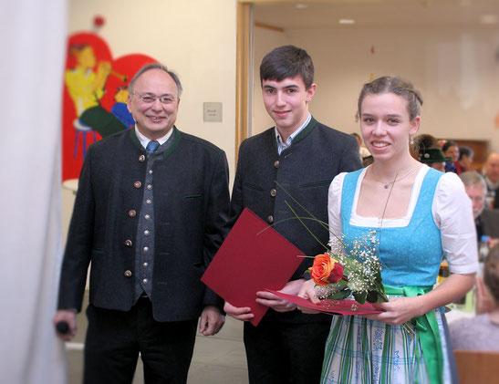 Veronika Fellerer aus Kleinseeham (Realschulabschluss) und Peter Holzer aus Fentbach (Quali)