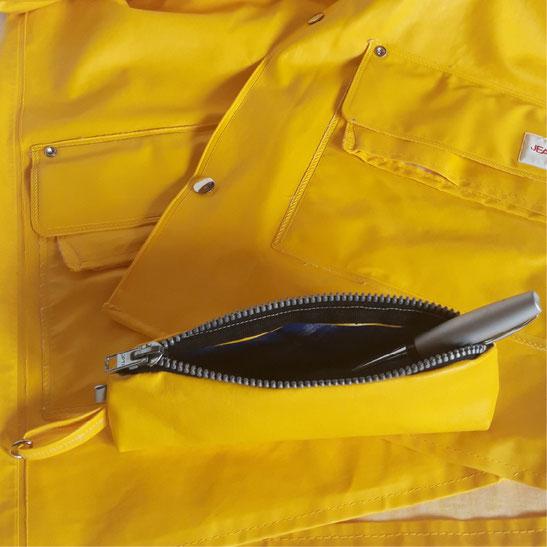 Upcycling aus gelbem Regenmantel