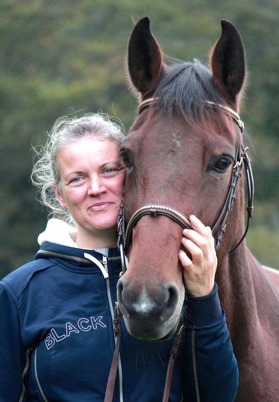 Ma vie est poursuit par ma passion aux chevaux et poneys. J'aime les chevaux et poneys et j'aimerais permettre à des autres à avoir du contact avec le cheval et le poney.
