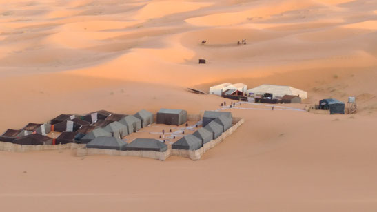 サハラ砂漠内にあるテントです。ここに泊まります。