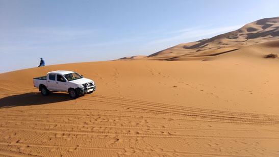 オプショナルで4WDで砂漠の上を駆け巡る事も出来ます。