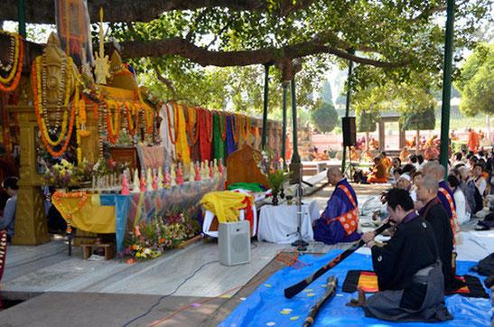 薬師寺仏跡巡礼-インド-ブッダガヤ大塔法要にて