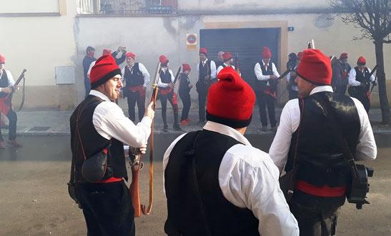 Группа каталонцев в барретинах