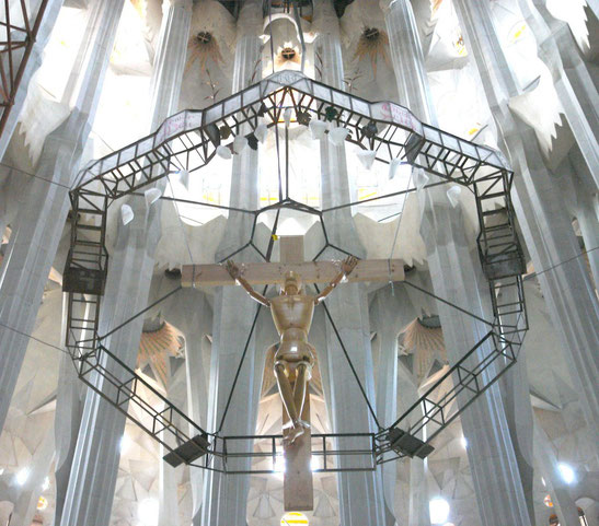 Балдахин главного алтаря Саграда Фамилия в Барселоне