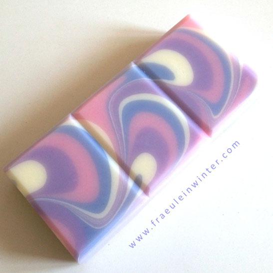 "Dancing Waves | ""Violet's Dance"" | Handmade soap by Fraeulein Winter"