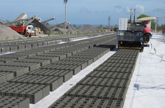 Bodenfertiger werden u.a. für Betonsteine-Fertigung eingesetzt