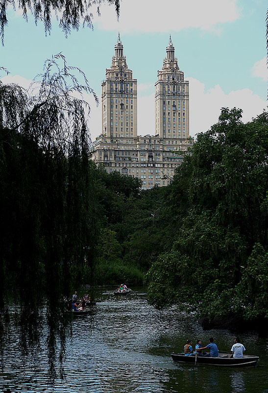 Mathieu Guillochon photographe, USA, New York City, Manhattan, central park, voyage, lac, arbres, eau, buildings San Remostreet photo.