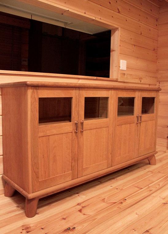 ログハウスのお宅に設置したサイドボード(遠野市・S様邸)