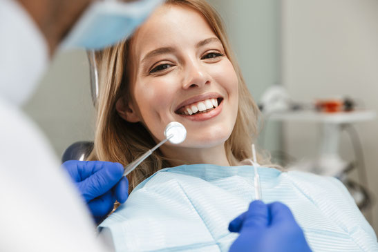Das Behandlungsspektrum der Praxis von Dr. Koravi in Essen Zentrum umfasst die für Sie optimalen Behandlungsmöglichkeiten um Ihre Zähne zu erhalten.