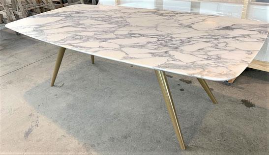 Calacatta marmer met goud tafel