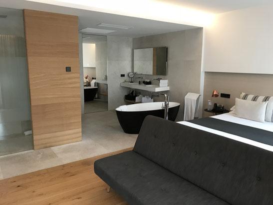 Suite mit Badewanne im Nakar Hotel