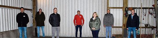 In ungewohnter Kulisse hielt Eintracht Brual seine Mitgliederversammlung ab. Im Bild der alte und neue Vereinsvorstand. Eintracht Brual