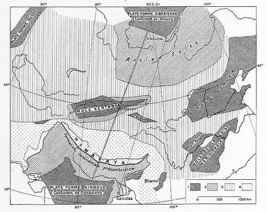 Formation du continent asiatique. 1. Aires continentales ; 2. Plis antédévoniens ; 3. Plis de l'ère carbonifère ; 4. Plis tertiaires. — Échelle : 1:50.000.000.
