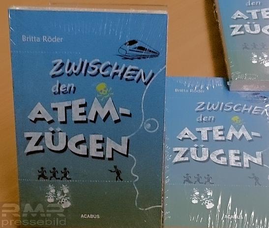 """Buch """"Zwischen den Atemzügen"""" Britta Röder © rheinmainbild.de/Klaus Leitzbach"""