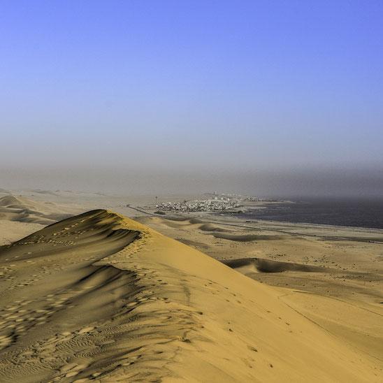 Namibia - Walvis Bay in lontananza e il Deserto del Namib