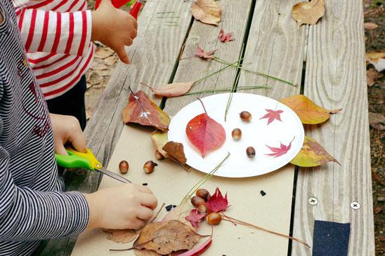 幼児教室課外ワークショップ・落ち葉で顔づくり