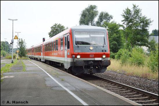 928/628 629 und 628/928 574 durchfahren am 23. Juli 2016 den Bf. Oberkotzau gen Hof. Die Fuhre geht nach Chemnitz ins AW, wo die Triebwagen modernisiert werden
