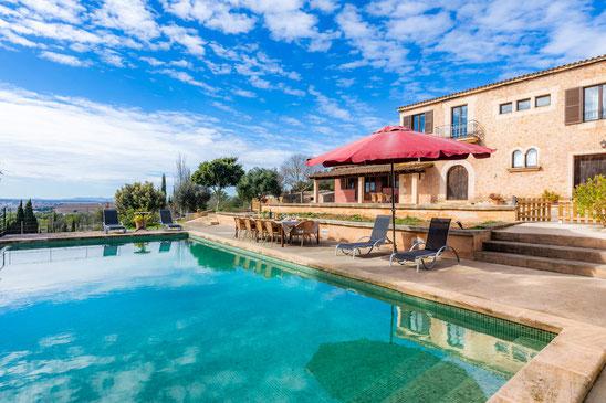 Finca Can Peixet  con vistas preciosas y piscina grande