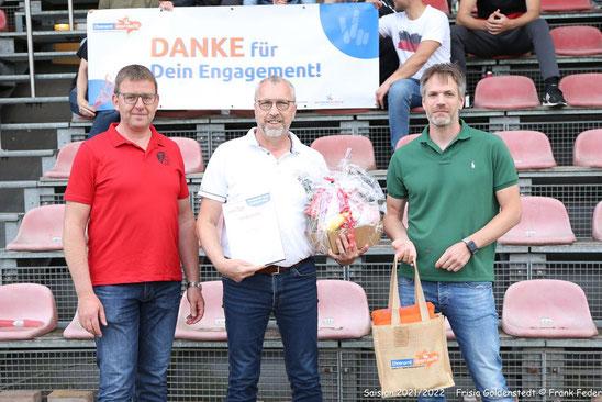Das Foto zeigt v.l.,  Frank Stolle (stellv. Vorsitzender) , Martin Meyer (1.Vorsitzender) und Thomas Lotzkat (KSB).   Foto: Frank Feder