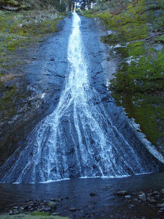 四十八滝の代表・・・布滝です。
