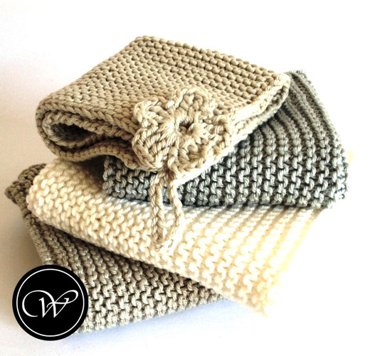Hand-knitted Washcloth. Handmade by Fraeulein Winter