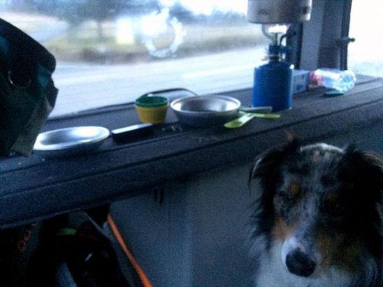 Petit dej' dans la voiture au col de la loge : on avait genre vraiment froid !