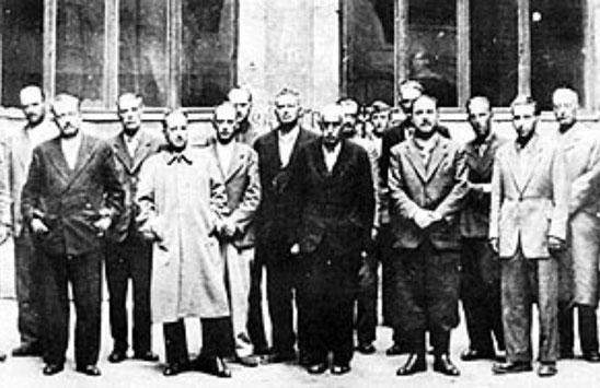 Slika nakon izručenja vlade  NDH na slici Nikola Mandić,Ademaga Mešić,Mehmed Alejbegović,Ivan Perčević ,Košak i dr