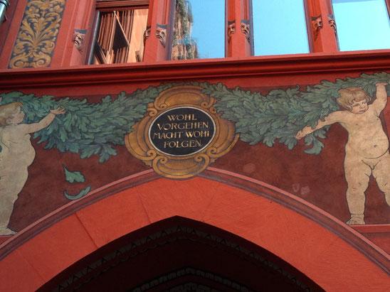 Sinnspruch im Baseler Rathaus