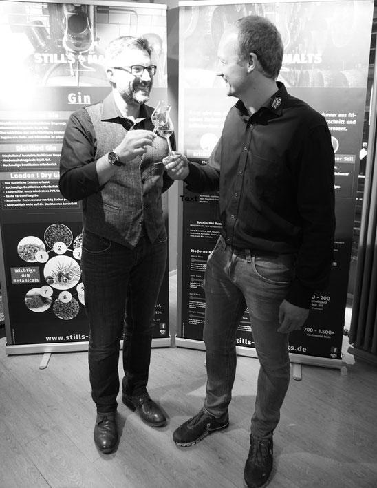 Markus Englmeier (links) und Sascha Ecker (rechts) im beim vomFASS Gin- und Rum-Tasting