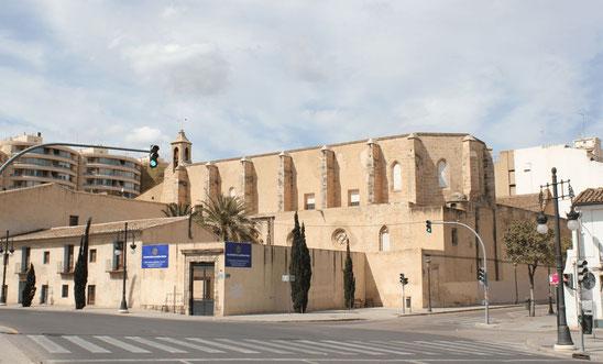Monasterio de la Trinidad (Valencia). Sor Isabel de Villena ingresó al monasterio de la Santísima Trinidad en Valencia el 28 de febrero de 1445 , de religiosas franciscanas clarisas.