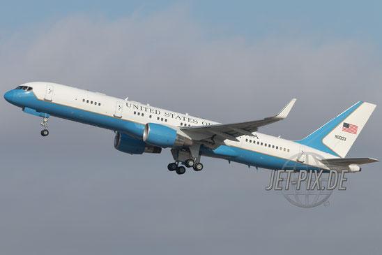 90003 USAF Boeing VC-32A bei der Sicherheitskonferenz in München Flughafen