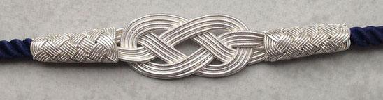 Silberkordelketten mit Endlosknoten und Perlenknoten