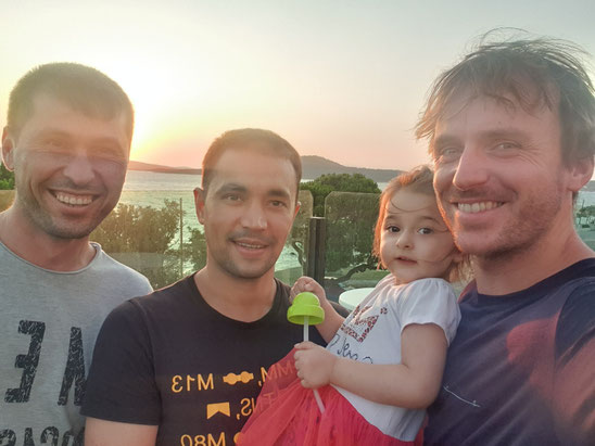Ali, Mensur, a guests child and Bastian at the hotels rooftop
