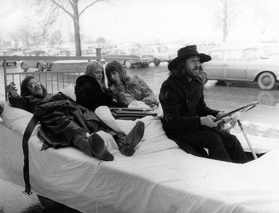 """Die Klassik-Rockband The Nice mit Tasten-Virtuose Keith Emerson Ende der 60er-Jahre bei Dreharbeiten in Stuttgart. Zu sehen waren die Filme der mitwirkenden Bands in der kurzlebigen SDR-Jugendsendung """"P"""". Foto: Sammlung Werner Schretzmeier"""