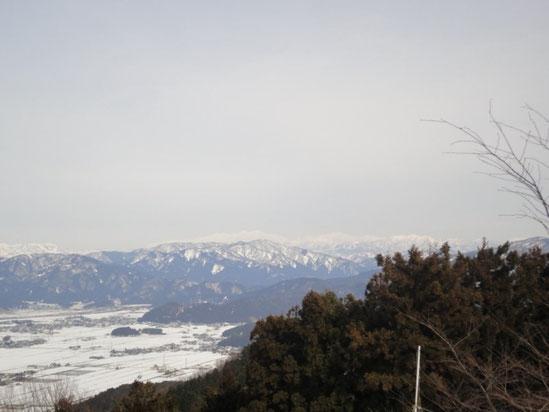 もやってはいるが、白山連峰が一望出来た