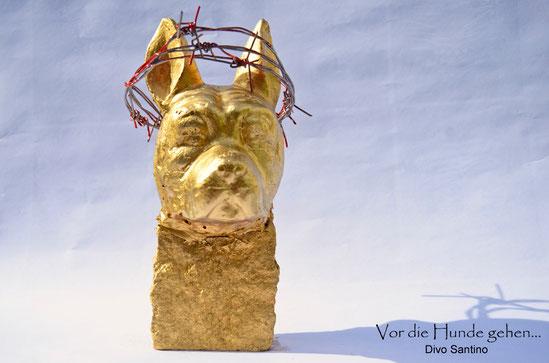 """""""Vor die Hunde gehen"""" Skulptur von Divo Santino 2015"""