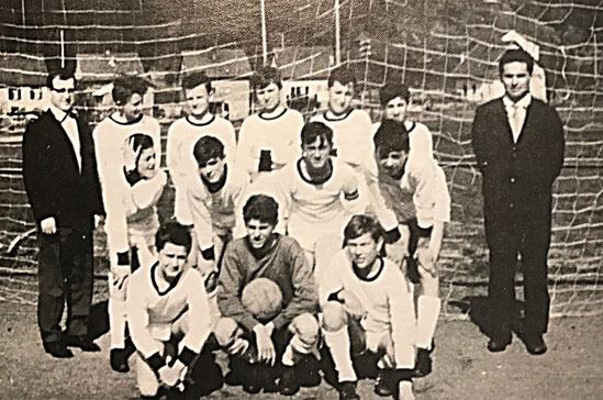 Die C-Jugend 1964/65 | Eine der ersten Jugendmannschaften der DJK | Die Basis dieser Mannschaft hat sich bereits 1962 als Knaben (D-Jugend) zusammengefunden.