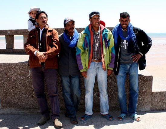 Abdelaziz (mit Söhnchen  Badr), Belaid, Hassan und Harim (von links)