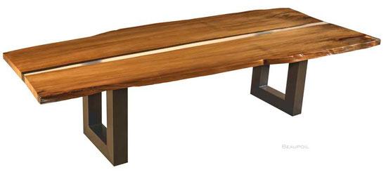 Besonderer Esstisch aus Kauri Holz, Tischplatte mit Flusslauf aus Harz und widerstandsfähiger Oberfläche