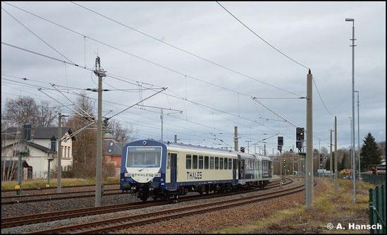 Am 22. Dezember 2020 ist erstmals 926 202 für die Firma Thales im Einsatz. Gemeinsam mit 626 420 geht es von Niederwiesa nach Schlettau und zurück. Bei Ankunft aus dem SEM im Startbahnhof entstand dieses Foto