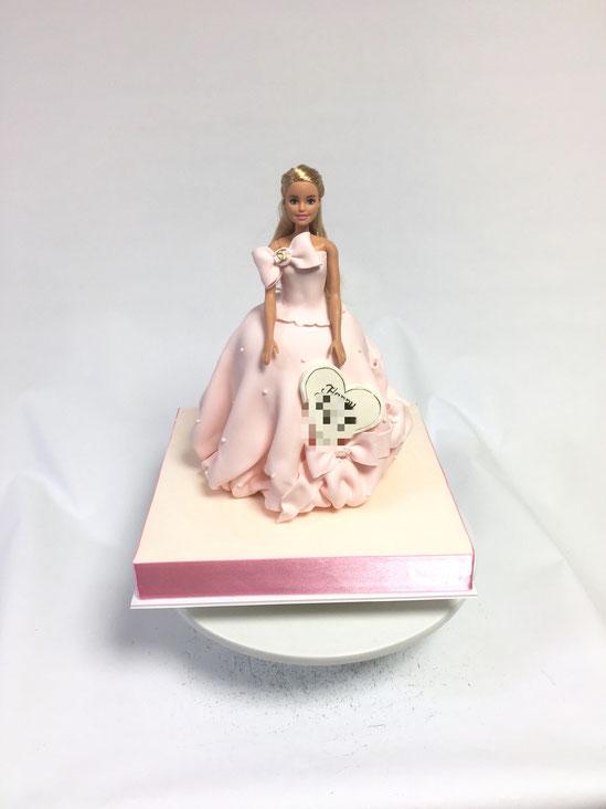 小さな子から大人まで 永遠の人気 バービードレスケーキ💕 #バービー #ドレスケーキ #永遠だね #誕生日ケーキ #ピンクドレス ##barbie #barbiedoll #barbiecake #dollcake #dress #pinkdress #dresscake #gateau #cake #torte #ケーキ