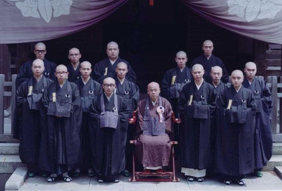 昭和48年永平寺報恩授戒会・秦慧玉老師と共に・北辰会